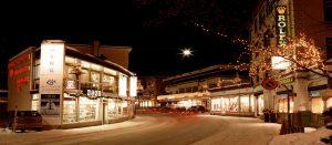 Kveldsstemning i Davos i Alpene