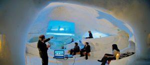 Firmatur i Engelberg i Sveits. Presentasjon i snøhule.