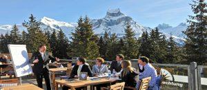 Utendørs konferanse på firmatur til Engelberg i Alpene