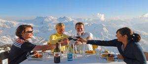 Panorama lunsjrestaurant i Engelberg i Alpene