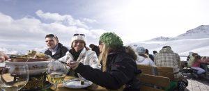Fondue på lunsjrestaurant i St. Moritz i Sveits