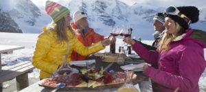 Gastronomisk lunsj og god vin i St. Moritz, Sveits