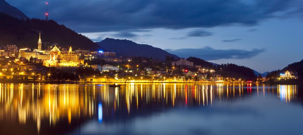 ENGADIN St. Moritz: St. Moritz bei Nacht im Sommer