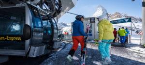 Matterhorn Express i Zermatt, Sveits i Alpene
