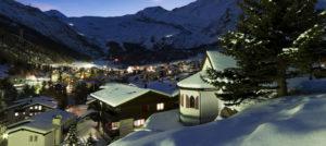 Saas Fee, Sveits i vakker vinterstemning på kvelden