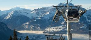 Gondol over alpelandskapet i Villars, Sveits