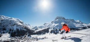 Skikjører i Lech Zuers i Alpene