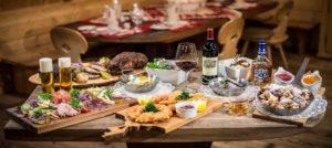 Nydelig mat serveres på firmatur til Kitzbühel i Alpene